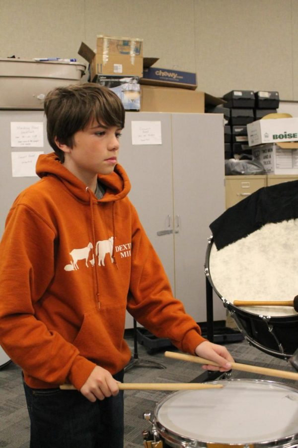 Beating+his+drum%2C+William+Marshall%2C+grade+seven%2C+practices+for+a+band+concert.+%0A%E2%80%9CHe%E2%80%99s+a+creative+and+intelligent+kid%E2%80%9D+Substitute+teacher+Diane+Wilson+said.%0A