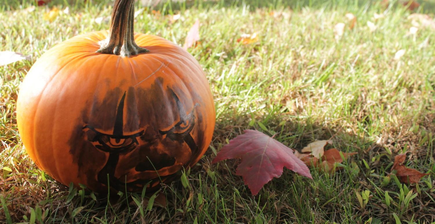 A Pennywise pumpkin, silly and small like a tribute to the end of